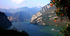 4 Days Yangtze River Gorges Cruise tour-a floating holiday shuttle among green hills and blue waters