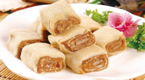 Glutinous Rice Rolls with Sweet Bean Flour